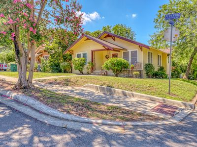 Photo for Renovated home w/ full kitchen, free WiFi & outdoor areas close to everything!
