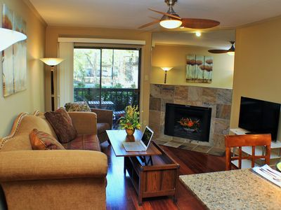 Relaxing Condo in Gated Quiet Complex near Domain, King Bed, 10mins To Downtown