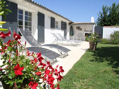 Photo for Quiet house with a large garden 400 meters from the center of Portes en Ré