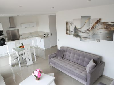 Photo for 3 luxurious rooms behind the Croisette - terrace, parking and air conditioning.