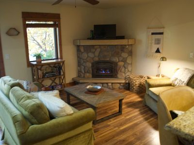 Photo for Perfectly Located 1 Bed + Pull Out Couch Cozy Fireplace + Hot Tub