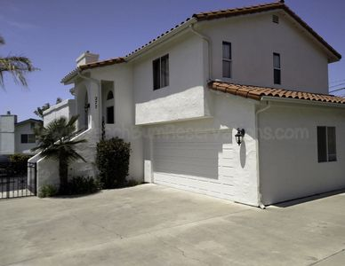 Fabulous 3 Bedroom 2 Bathroom House with Ocean Views Only 1/2 Mile To The Beach.