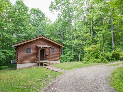 Photo for Cozy pet friendly cabin on 80 acres close to Old Mans Cave, Rock House, and Conkle's Hollow