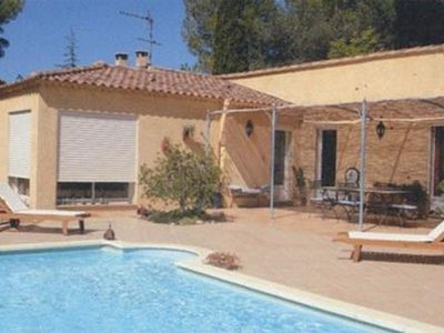 Photo for Provencal villa with pool 2 minutes from avignon beautiful services