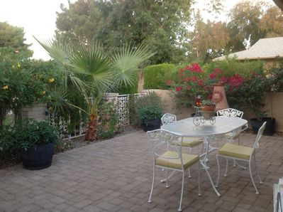 Front patio with table and 4 chairs for outdoor eating.