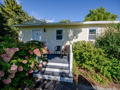 Photo for Cozy and quaint country cottage, walk to downtown Williamstown