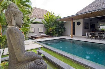 Photo for Villa Putih - Near Seminyak Square