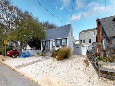 Photo for Beautiful Spray Beach Oceaside Cape Cod with a Pool just a short walk to the beach 140164