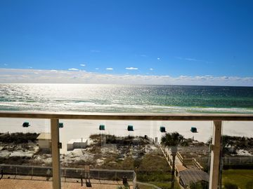NEW FURNITURE/ GUEST BEDROOM SLEEPS 4!  LARGE 2/2  FREE BEACH SVC