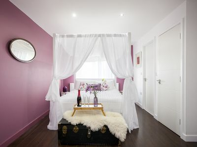 Photo for Stylish well equipped home - with air con & FREE BREAKFAST!