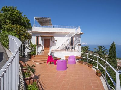 Photo for Private Villa for 8 people with terrace with an enchanting sea and Vesuvius view