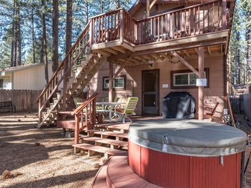 Classic Midtown Tahoe Cabin With Private Hot Tub and 2 Living Areas