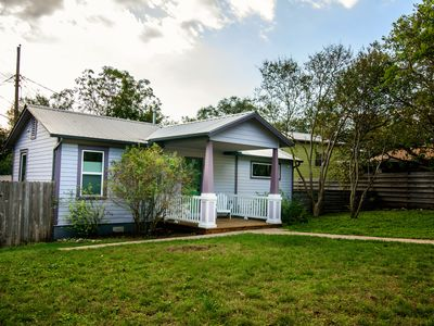Photo for 1/1 cozy private Zilker cottage!Wonderful area,walk to park in Austin spring.