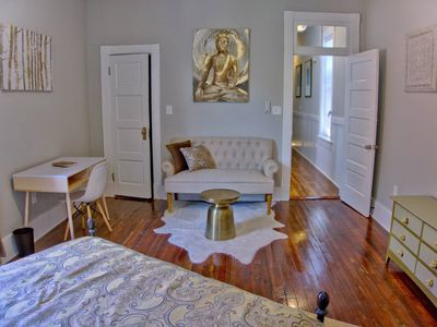 Photo for Beautiful Updated 2 bedroom Savannah Home!