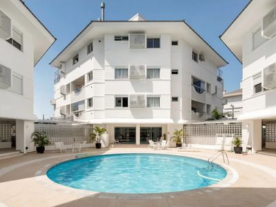 Photo for Large apt of 02 dorm, P / 07 pax, with swimming pool in Jurerê Internacional, check it out!