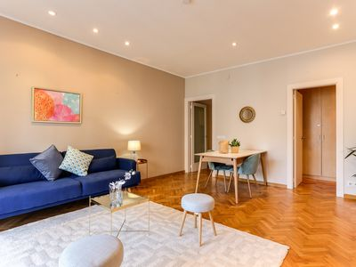 Photo for Spacious 5bed/3bath apartment in Eixample