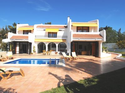 Exclusive, stately holiday villa, private pool, tropical garden, near the beach