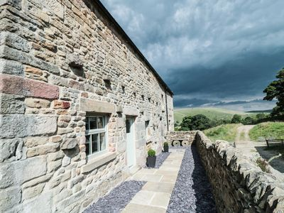 Photo for LAPWING, pet friendly, with a garden in Longnor, Ref 963227