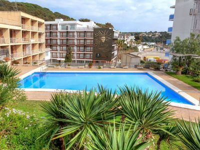 Photo for Lovely apartment for 4 guests with pool, WIFI, TV and pets allowed