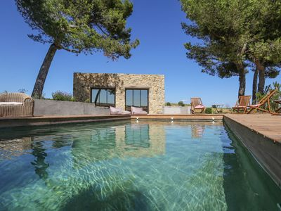 Photo for Exceptional holiday home with private swimming pool, in the middle of the vineyards