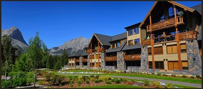 Photo for Spectacular Mountain views in Luxurious Rundle Cliffs Lodge - Spring Creek