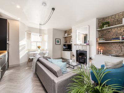 Photo for Contemporary 1 bed Apartment in Acton, W3