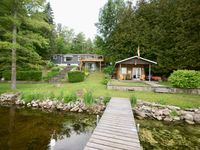 Great Cottage - nicely furnished, right on the water