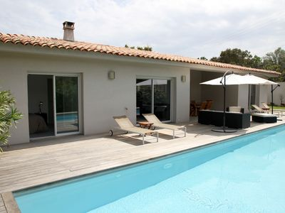 Photo for Stunning villa with pool - 300 m from Pinarello beach