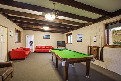 Large games room with pool & table tennis and large screen TV