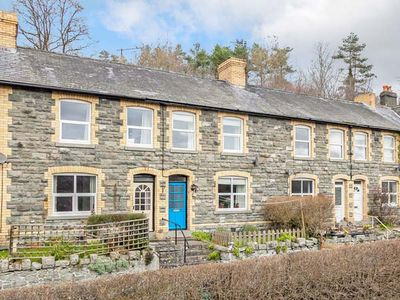 Photo for THE CRAIG, pet friendly, with open fire in Builth Wells, Ref 936021