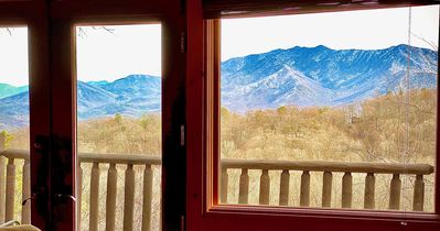 4 bedroom cabin with spectacular view minutes from downtown Gatlinburg