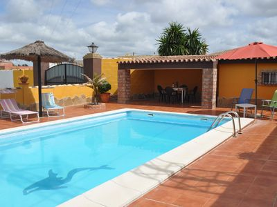 Photo for Villa with pool, central air conditioning and wifi in Chiclana de la Fro