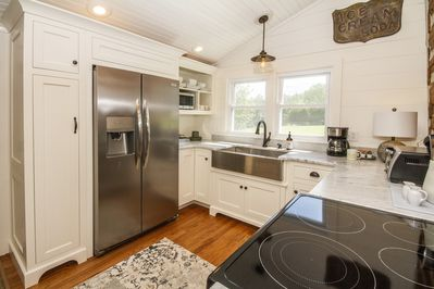 Custom built kitchen cabinets and modern appliances