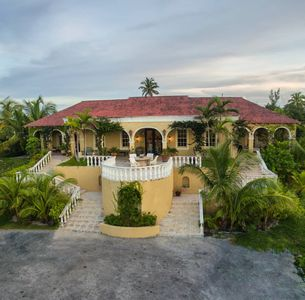 Photo for Unicorn Cay - Oceanfront Luxury Estate -Banks Rd.Heated -Pool & Generator