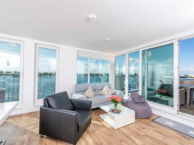 Photo for Floating cottage Waterfront