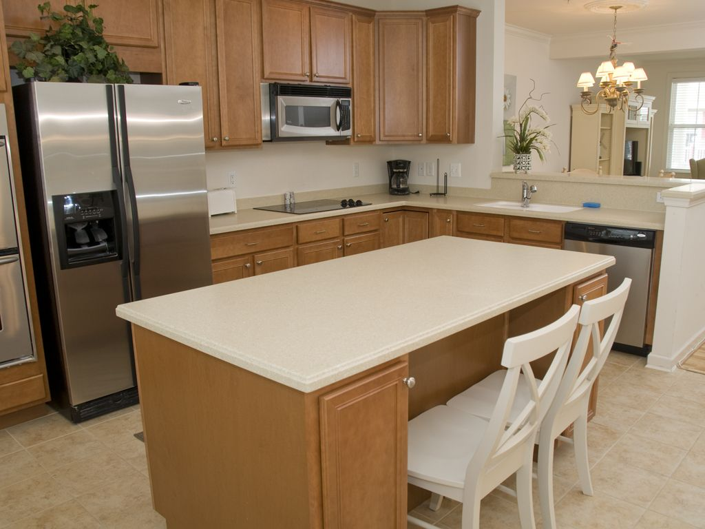 Lovely Sunset Island Townhome! Gated Resort, Ind/outdoor Pools, Recent remodel