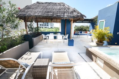 Yes , this is 1000 sq ft private rooftop, just for our condo guests to enjoy!