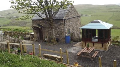 Crofter cottage with all weather hottub