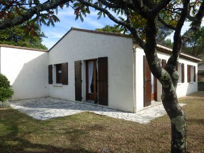 Photo for Very well equipped villa close to all amenities. pets allowed