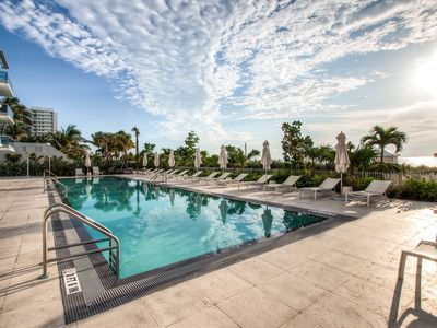 Photo for Modern 1BR | Bay Front | Outdoor Pool | Beach Access