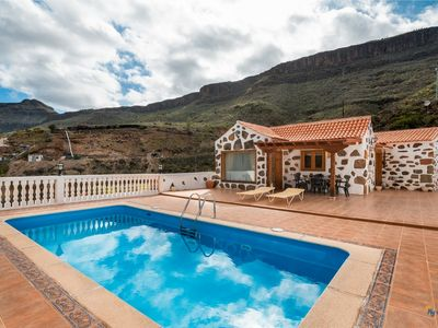 Photo for Canarian style home with private pool in Ayagaures