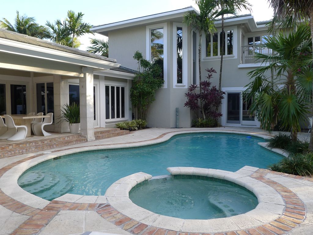 Lakefront Luxury Vacation Estate | 5 Bedrooms | Heated Pool | Walk to Beach