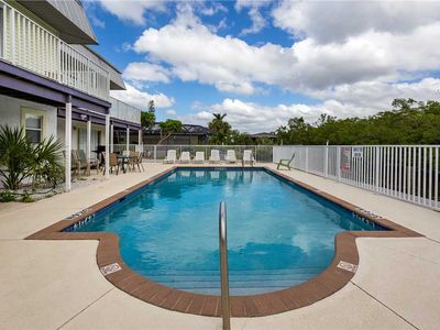 Photo for Tropical Shores Upper Level,  4 Bedroom, Sleeps 12, Private Heated Pool