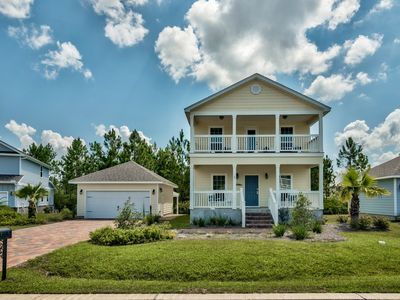 Beautiful 3 Bedroom Home 1 Mile to the Beach!