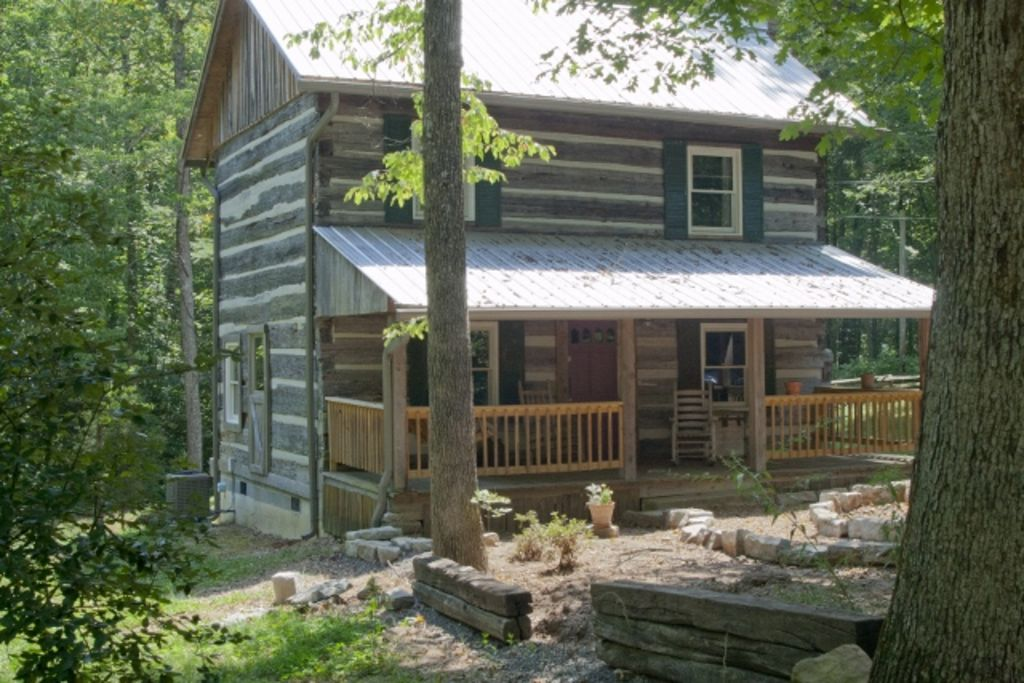 1790 Era Original Log Cabin In Beautiful East Tennessee