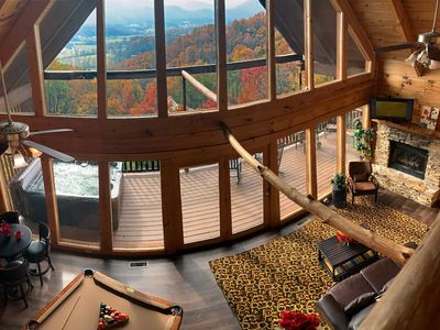 Spectacular Views, Pool Table, Hot Tub, Jacuzzi, Wifi, Full Kitchen, Deck, Grill