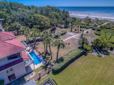 Spacious oceanfront home/yard provides amazing ocean views with private setting