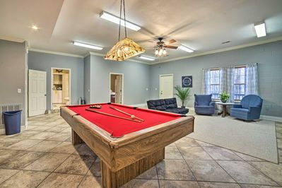 Challenge your loved ones to a pool tournament!