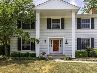 Photo for Large, Modern Colonial Near Big House