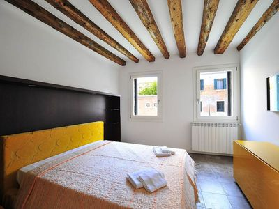 Photo for Cannaregio - ground floor apartment with canal view